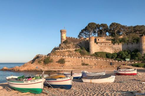 71f5edfac348 Comme la plupart des villes de l'Espagne, Tossa de Mar peut se visiter  toute l'année : l'hiver y est doux, l'été y est sec et chaud. Néanmoins, les  périodes ...